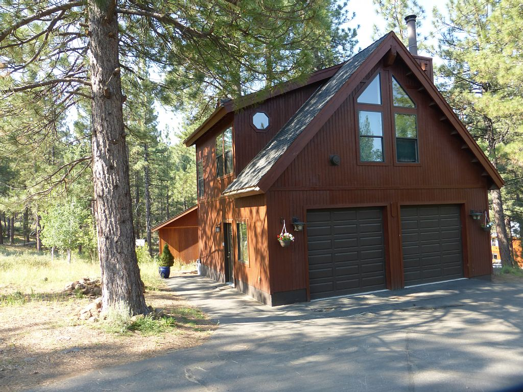 Spacious Private Tahoe Studio, with Miles of Trails at Your Door + Hot Tub!