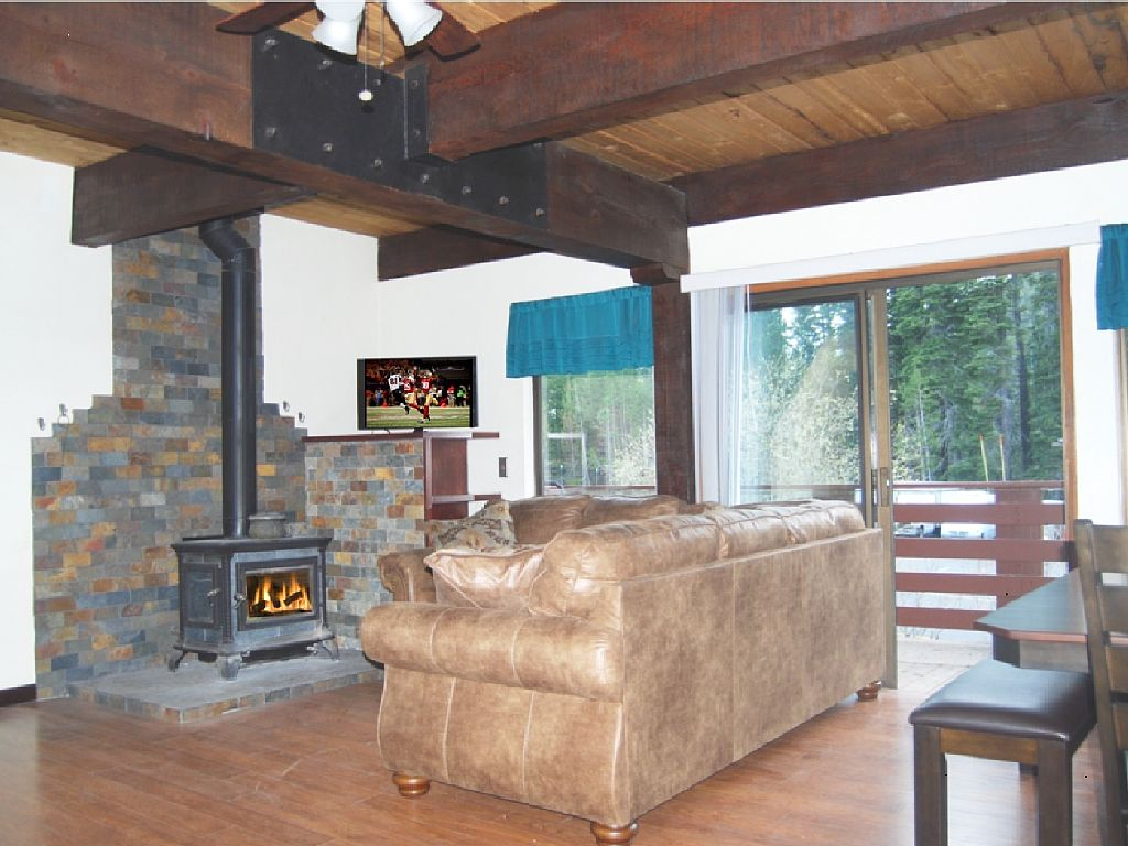 Remodeled, Summer Pool, by River & Minutes Fm Tahoe & Squaw by Bike, Foot or Car