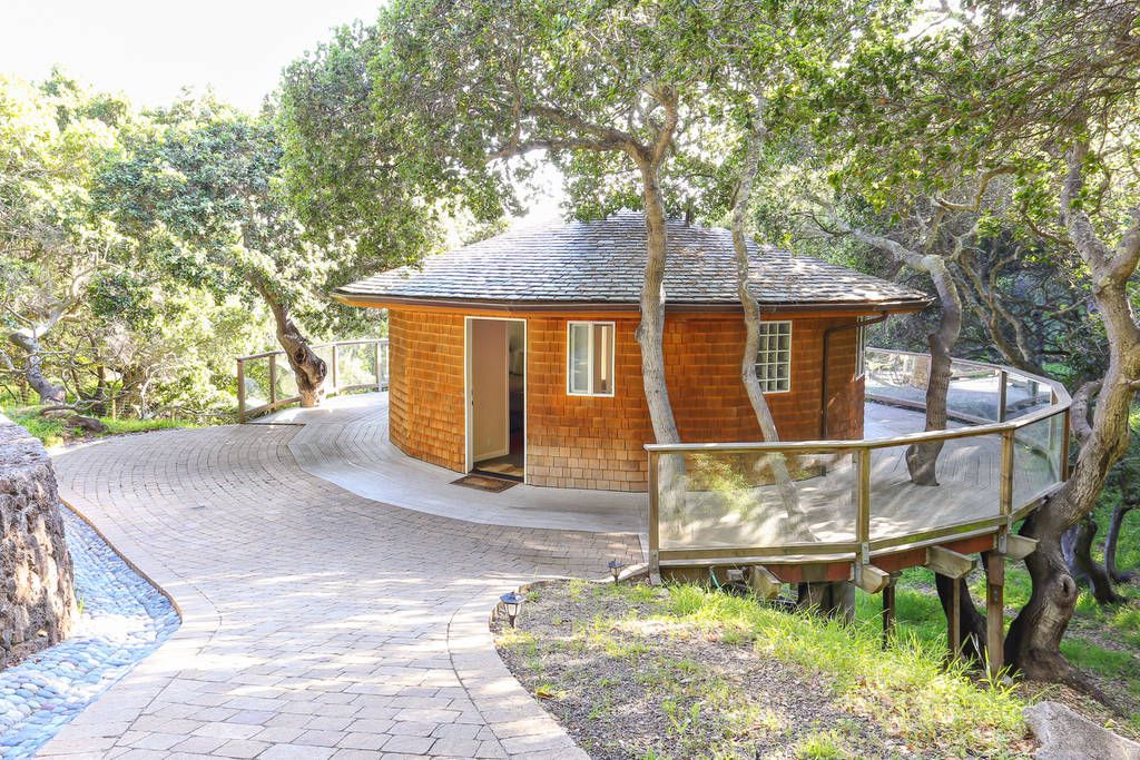 Relax in This Beautiful, Secluded Round House in the Trees!