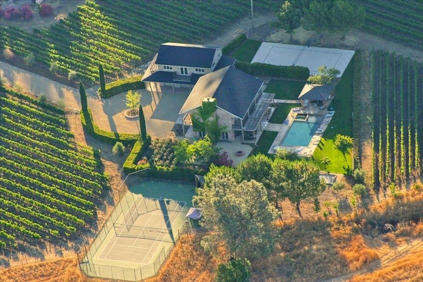 Spectacular Vineyard Estate for Active Lifestyles, Kid-Friendly
