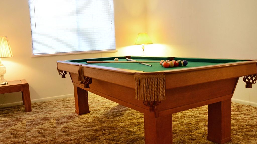 Pool Table, Darts, Wifi, Dogs Ok, Huge Fenced Backyard, Great for Families