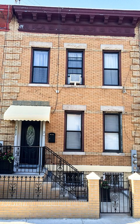 Charming Fully Renovated Townhouse Apartment, 25 Minutes From Manhattan