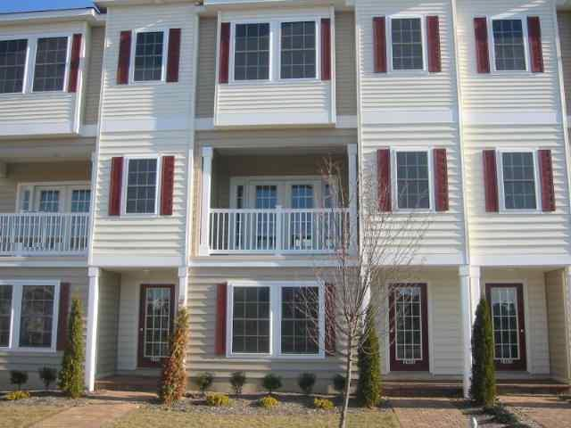 NORTH WILDWOOD SUMMER VACATION RENTALS with POOLS