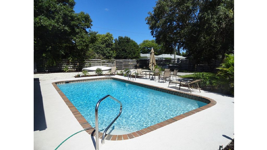 Large Pool 3 Bed Beautiful Cottage At 5812 7th Ave Nw Bradenton Florida