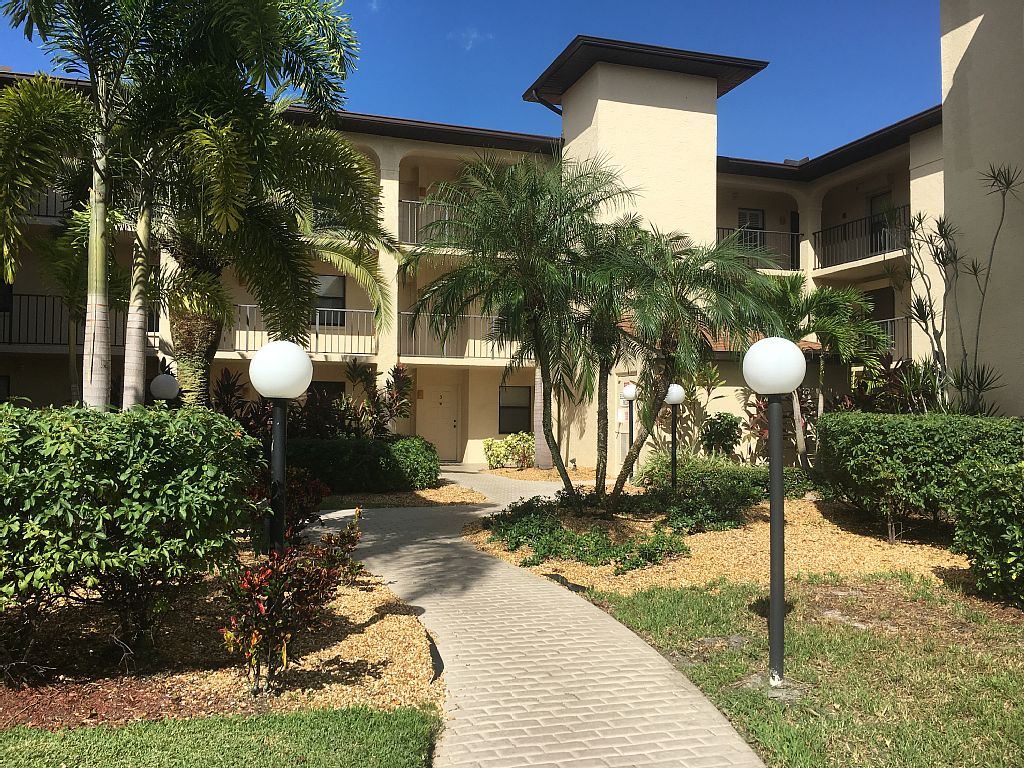 South Ft. Myers Condo just minutes from Sanibel Island and Ft. Myers Beach!