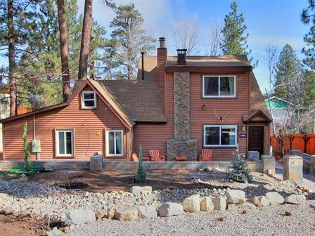 NEWLY REMODELED Modern Rustic Cabin -Wifi, cable, BBQ, PS3/wii, air hockey