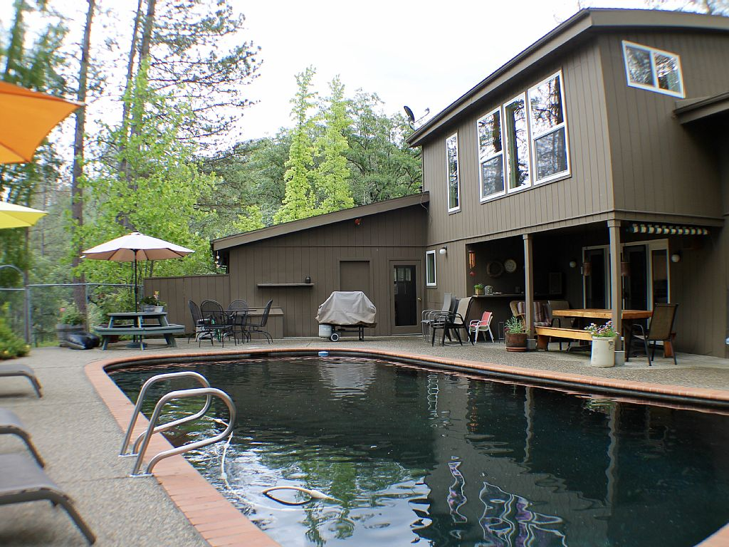 Pine Bluff House- Your Family Vacation Relaxation Starts Here *Pool*