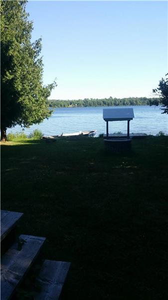 Nicely renovated water front cottage near Toronto, spacious mainfloor with window overlooking & Deck