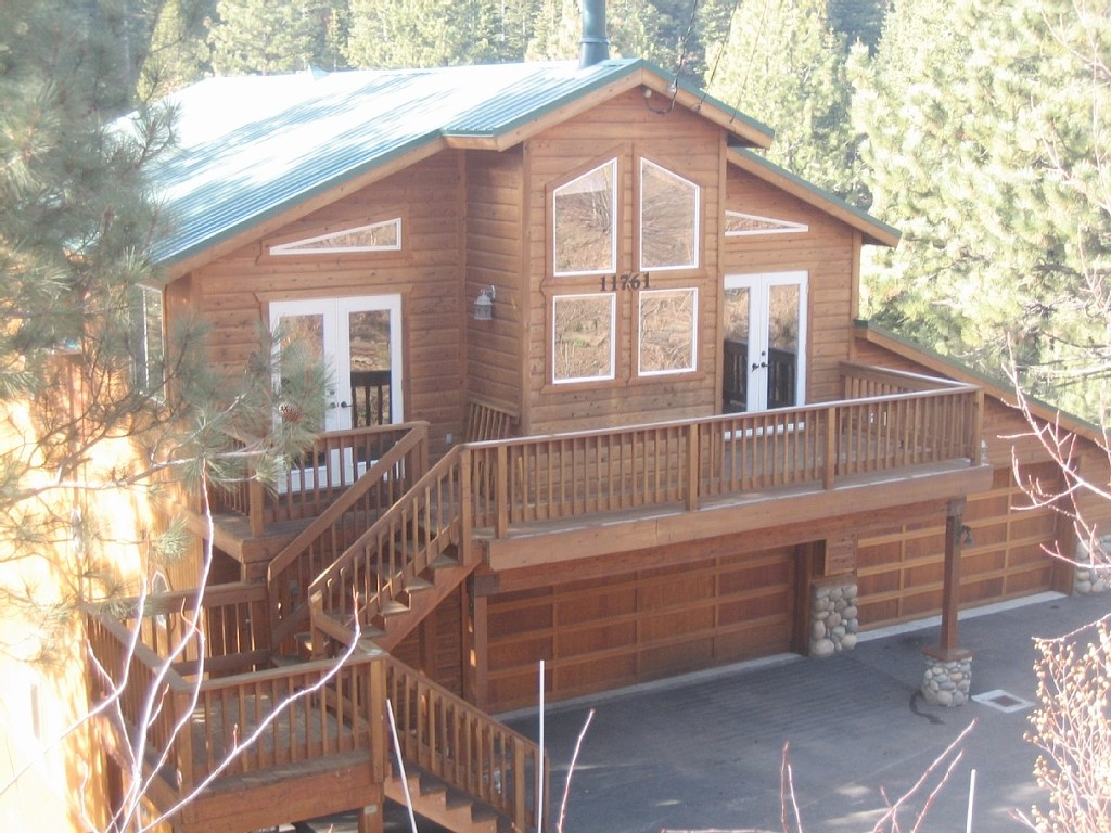 Beautiful, classy mountain cabin at affordable prices: hot tub, pool table, WiFi