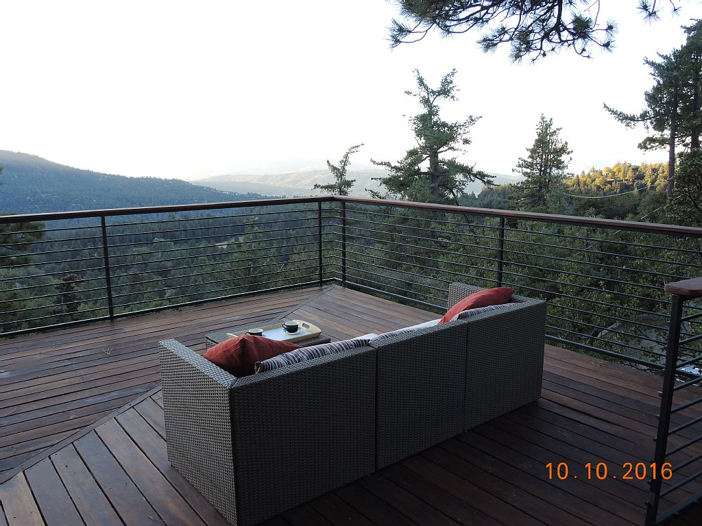 New Listing! Treetop Cabin with a HUGE deck to enjoy the AMAZING Views.