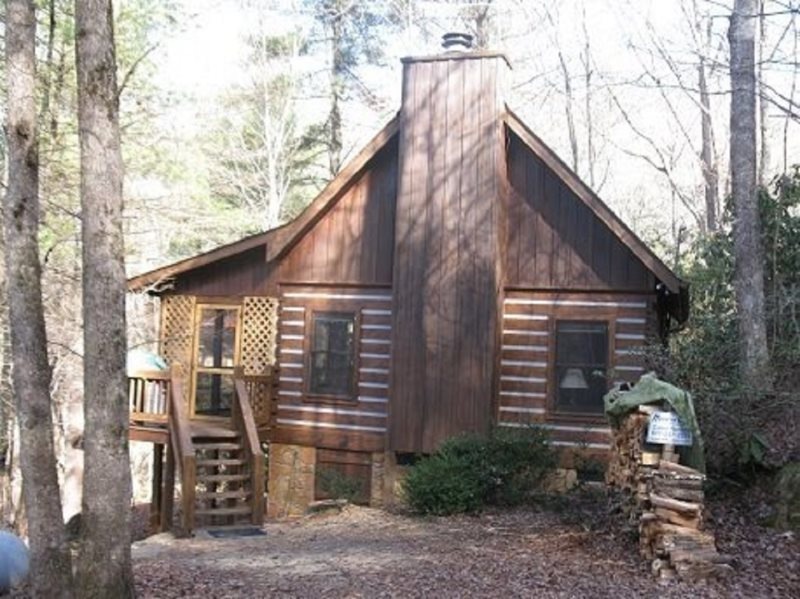 Rustic, Affordable Cabin on a Large Creek, minutes from Blue Ridge