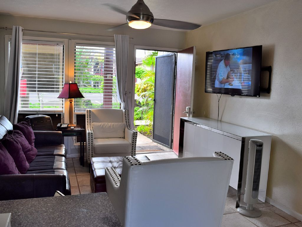 Upgraded 2 Bd Steps to Beach. Air Conditioned