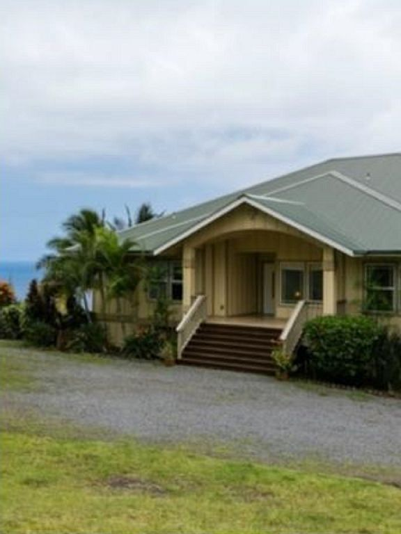 Beautiful large plantation house on 2 1/2 acres with ocean view and wi-fi