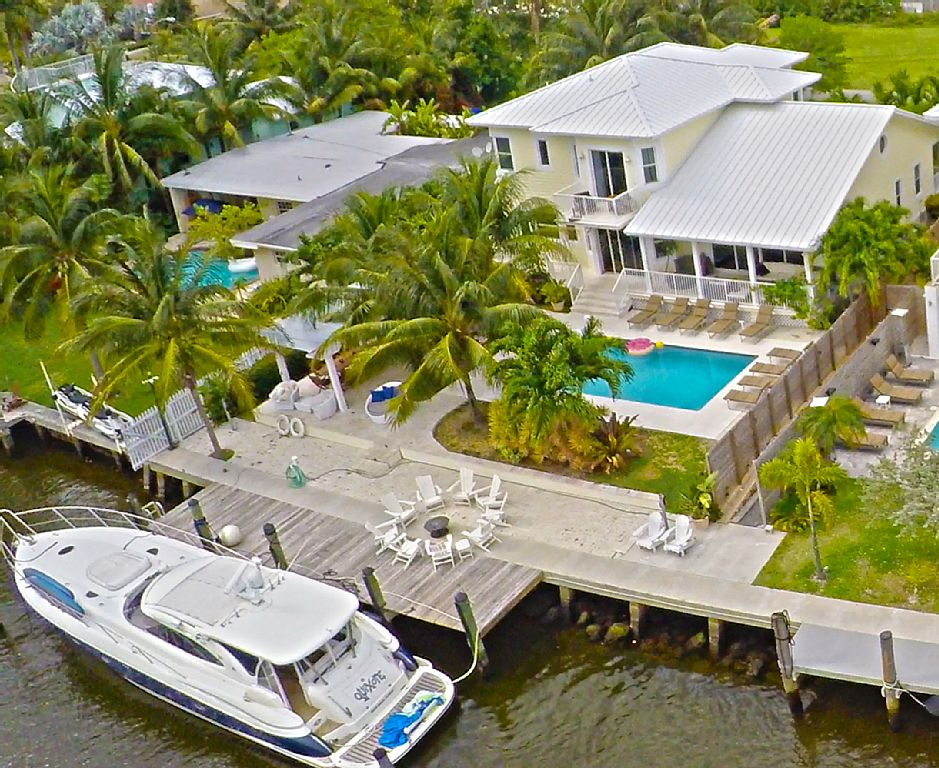 5 Bdrm, Key West Style Luxury Waterfront W.Heated Saltwater Pool
