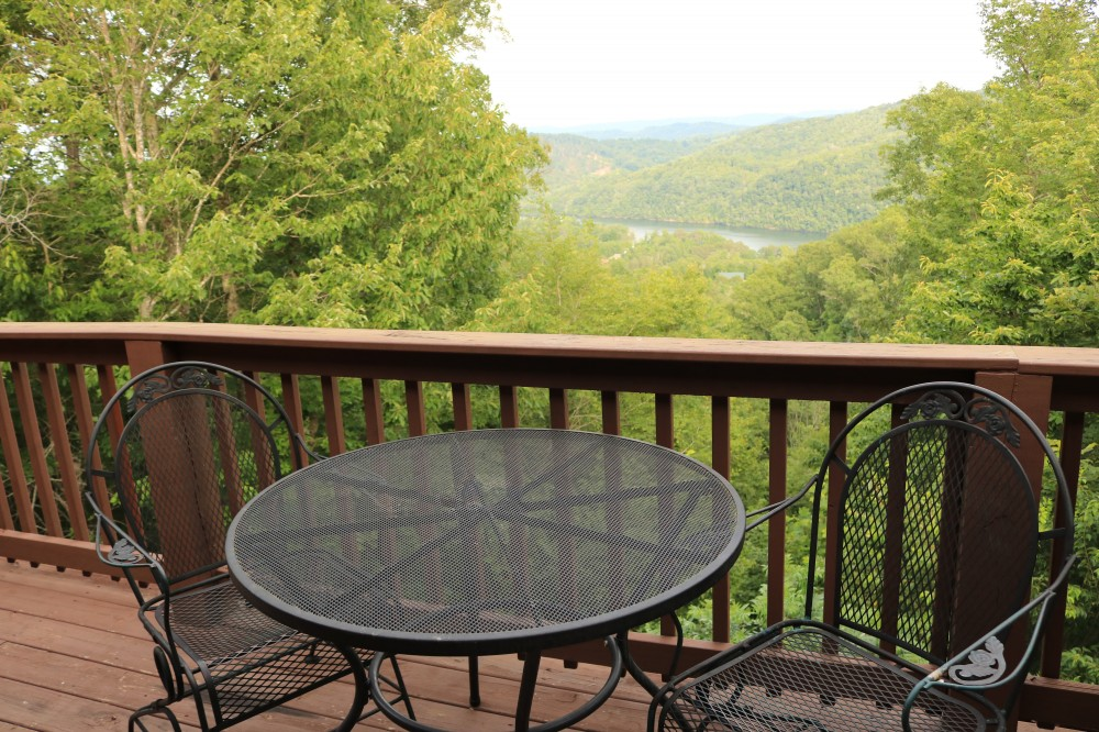 New Tazewell vacation rental with The View this beautiful three bedroom cabin is perfect for your next vacation getaway