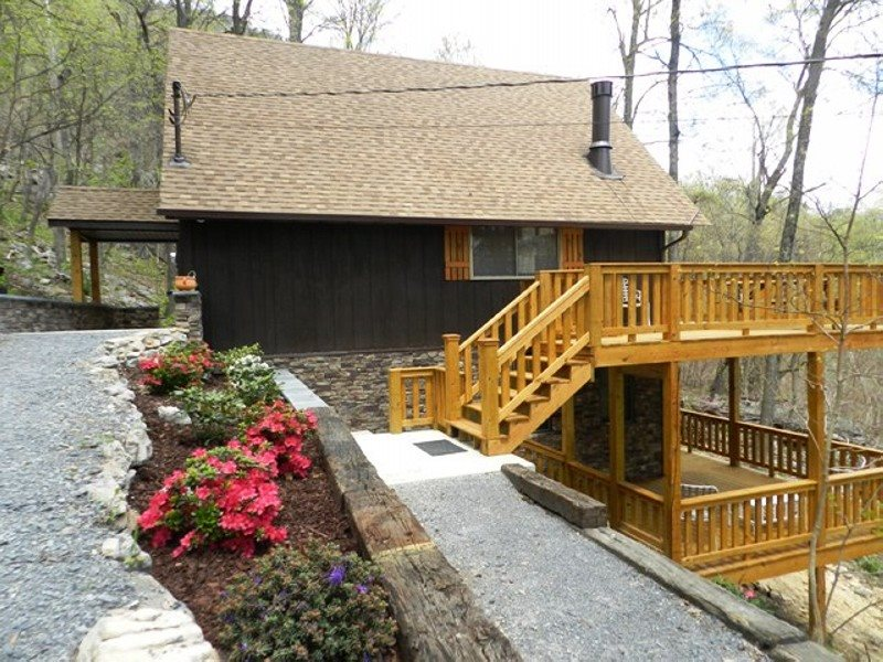 Newly remodeled in 2014, Secluded cabin
