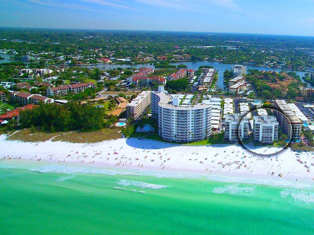 Crescent Beach - 2 Bedroom - Beachfront Condo Complex - Heated Pool