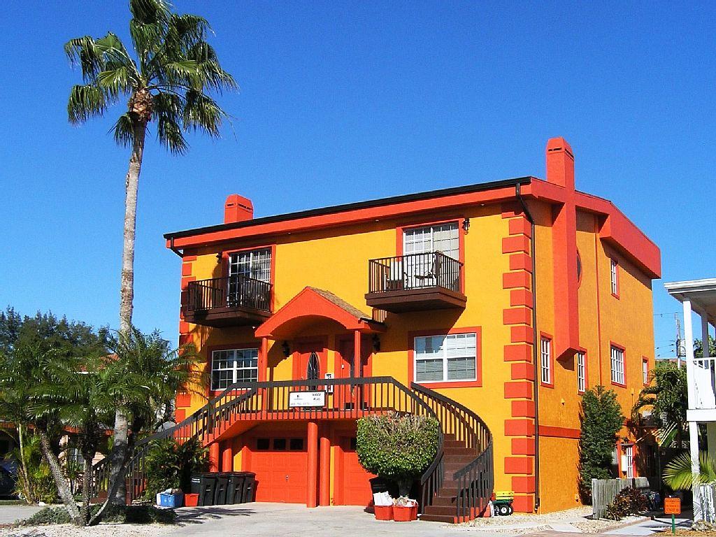 Deluxe 3-BR Siesta Key Townhouse - Heated Pool - Siesta Key Village