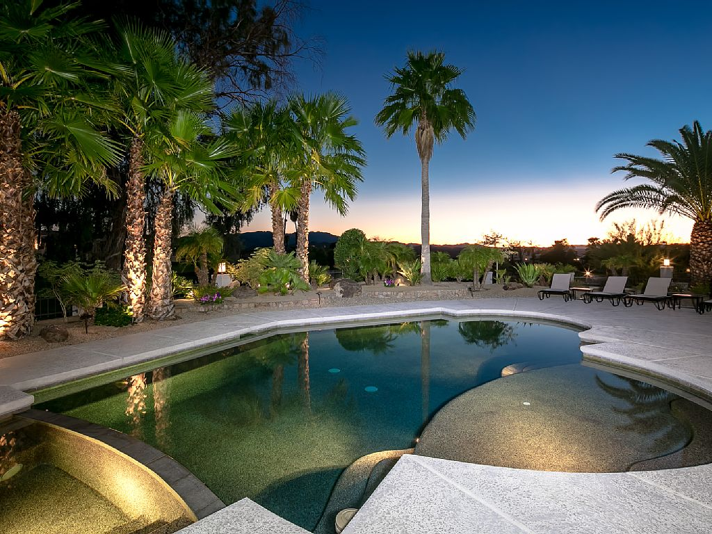 Luxurious, Resort-Style w/Stunning Golf Course Views, Pool, Hot Tub, Pooltable
