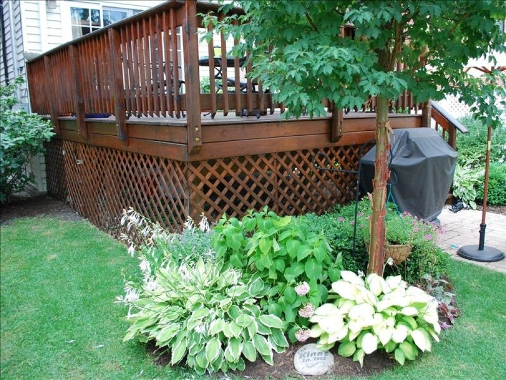 Lower Garden with shared gas grill Chicago vacation home