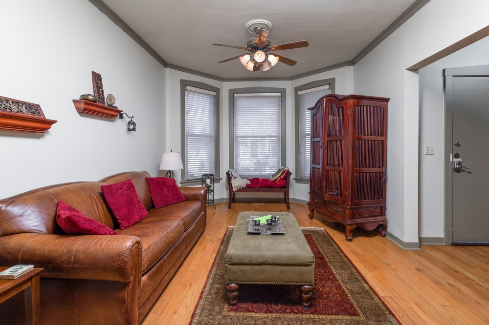 Living Room Airbnb Alternative Chicago Illinois Rentals