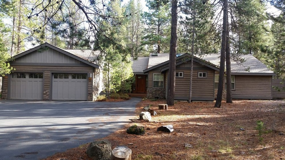 Sunriver vacation rental with Driveway parking for nine cars