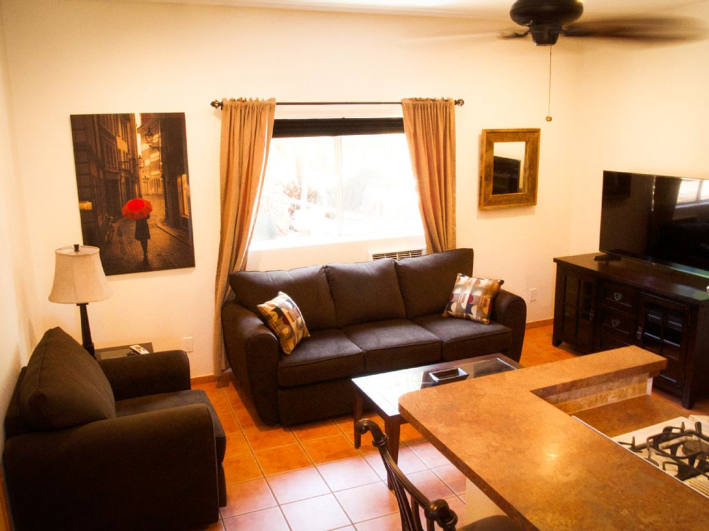 Charming Hideaway Close to Shopping, Wineries and Casinos