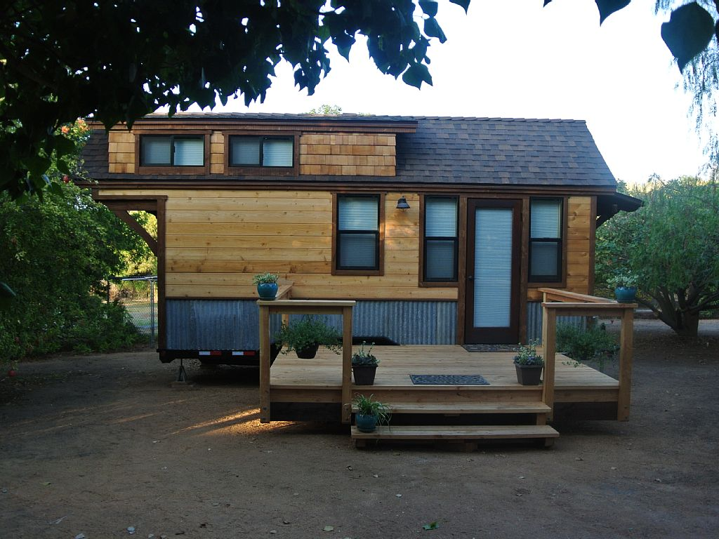 Charming Tiny Cabin Close to Shopping, Wineries, Golf and Casinos