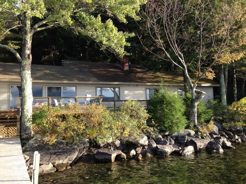 Private Beach on Waterfront home with Mountain and Sunset Views.Sunshine all day