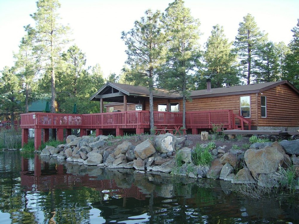 Lakeside vacation rental with