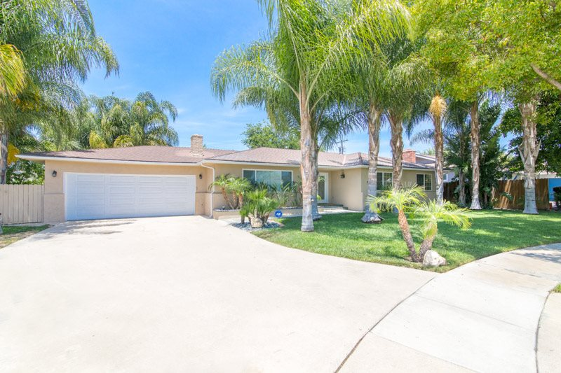 Gorgeous Home with Pool and Spa Walking Distance to Disneyland