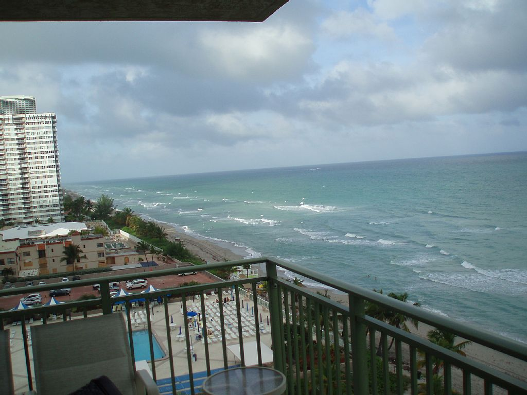 Gorgeous 3 BR Beachfront condo. on the Beach at 2080 Hallandale Beach ( EVENT.....DISCOUNTED PRICE )