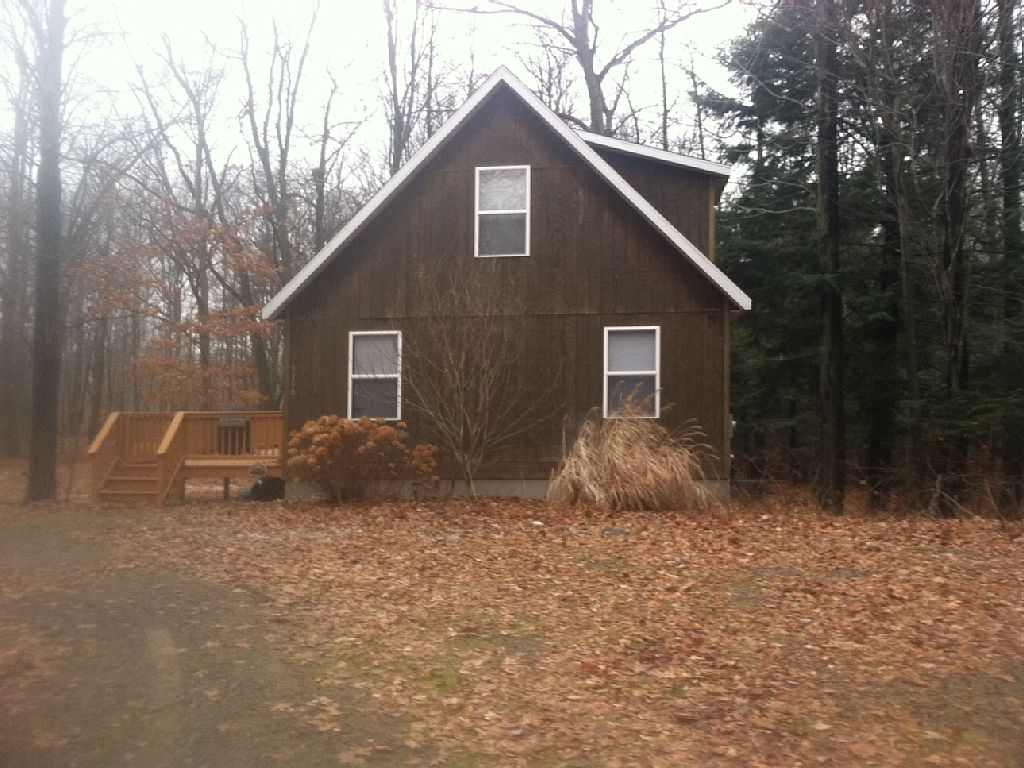 Sleeps 16 people, air conditioned, with Silver Lake access