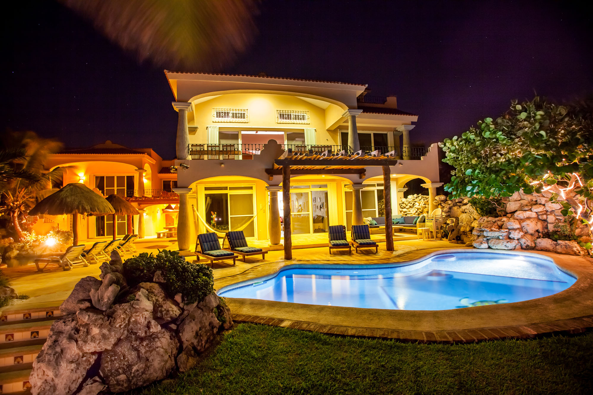 Luxuriously Casual Oceanfront home available in 5 - 9 bedroom configuration for groups of 10 - 20 people
