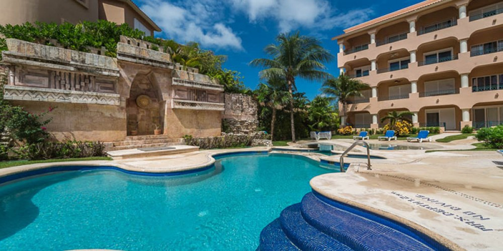 Puerto Aventuras vacation rental with complex has 2 magnificient pools