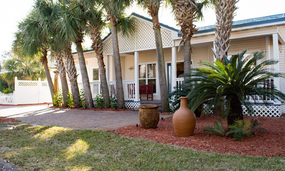 Destin vacation rental with Front of house and large porch