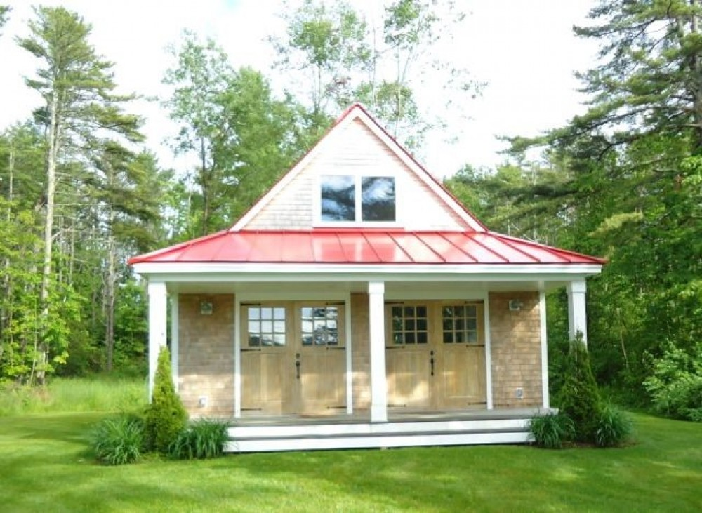 Spacious 4 bedroom waterfront home on Casco Bay