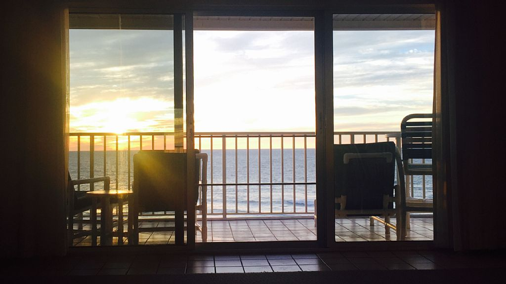 Relaxing Top Floor Condo w/ Amazing Sunsets
