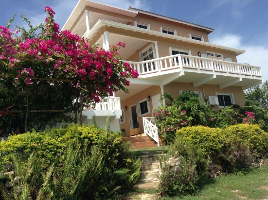 Beautiful Staffed Villa, Spectacular Ocean Views