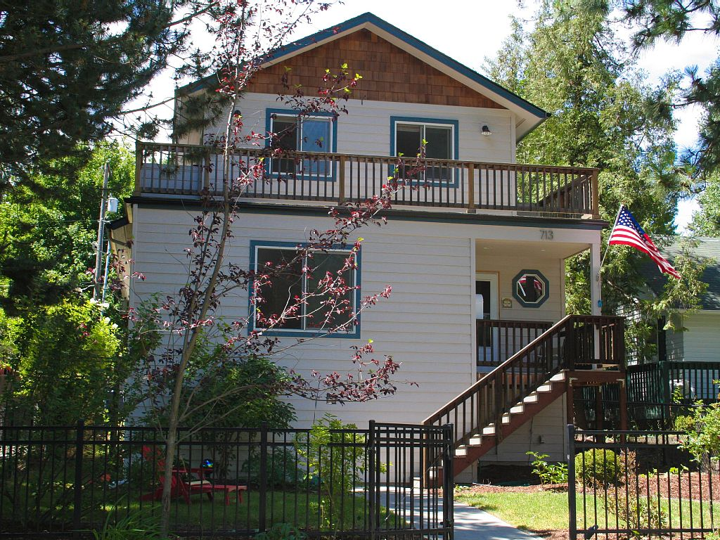 Desirable newer home in pristine Sanders Beach --- 200 yards to the Lake.