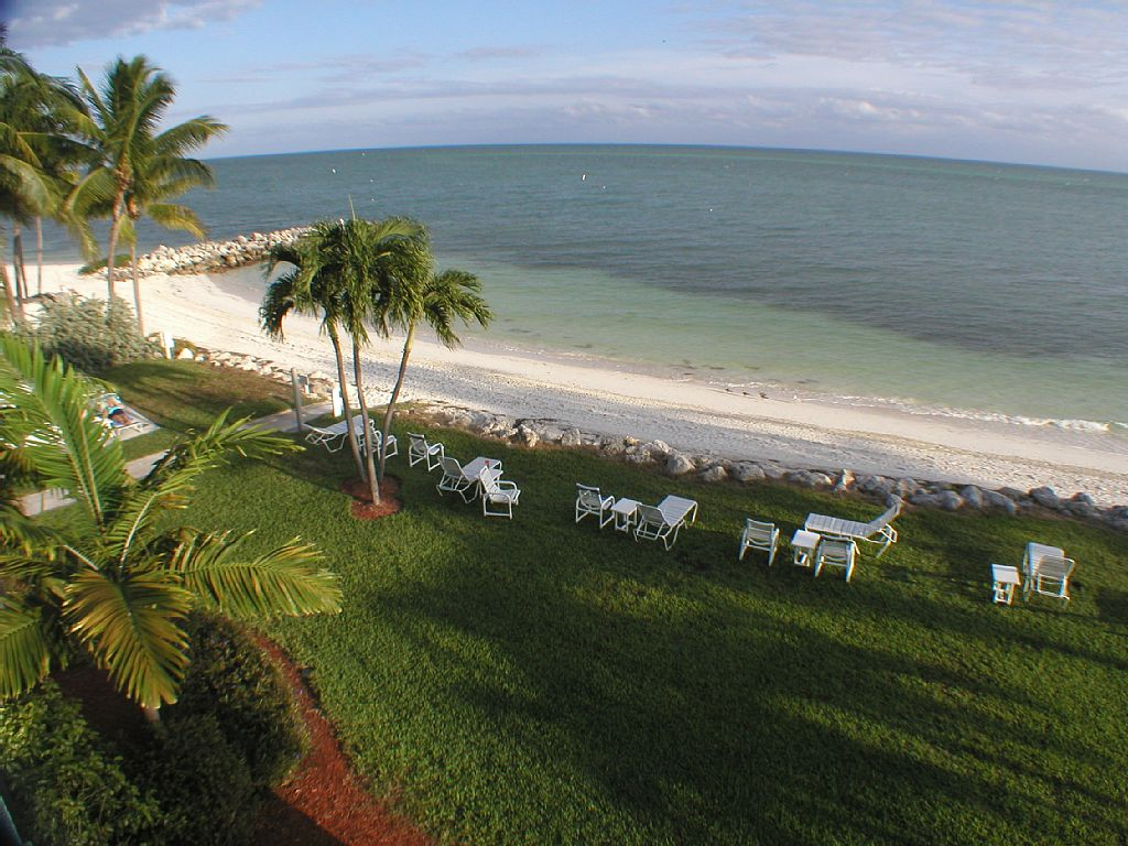 Tropical Private Beach-Great Location-Clean-No Stairs-Heated Pool-Wifi-Loaded!!!