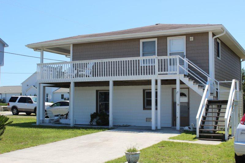 Enjoy this two bedroom pet friendly vacation rental in Topsail Beach. Sleeps 6