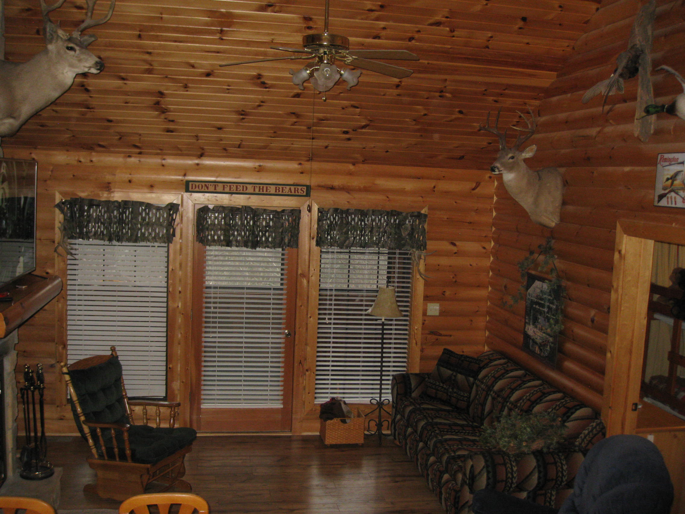 2 Bed Short Term Rental Cabin Reeds Spring