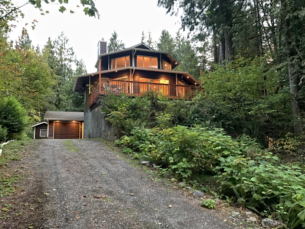 Glacier vacation rental with Front of house