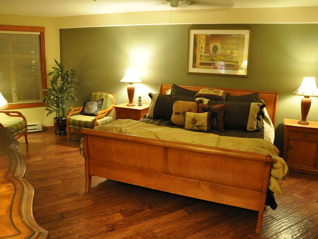 Over The Top, 3-Bedrm, Primary Residence, Mountain & Ski Views, Overlooking Pool & Hot tubs $299-699