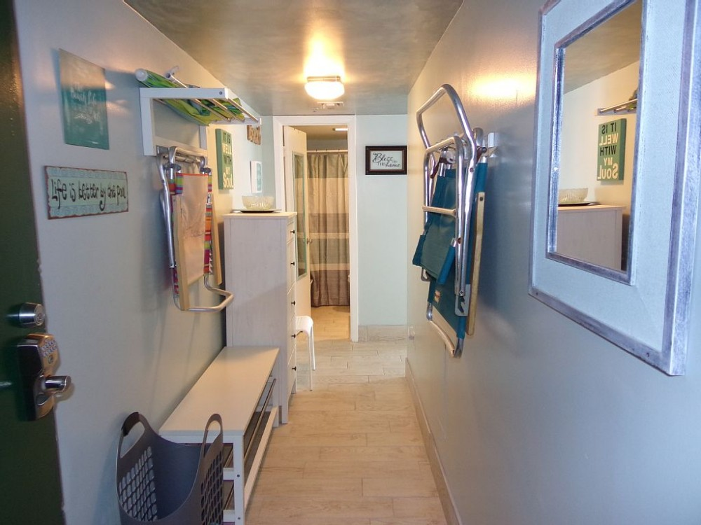 Myrtle Beach vacation rental with **Entry Hall with Bench,Dresser, & Mirrors**