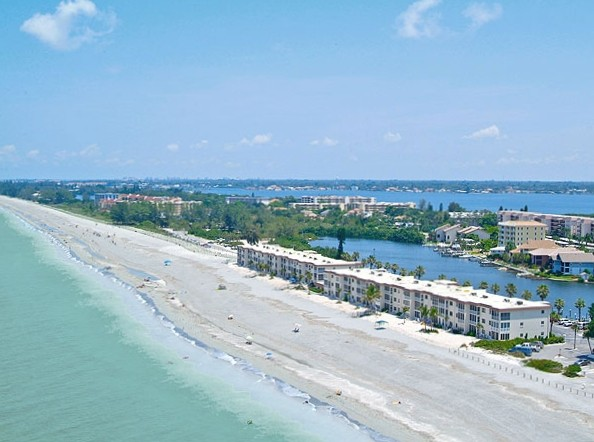 Beachfront Dreamcondo in Paradise