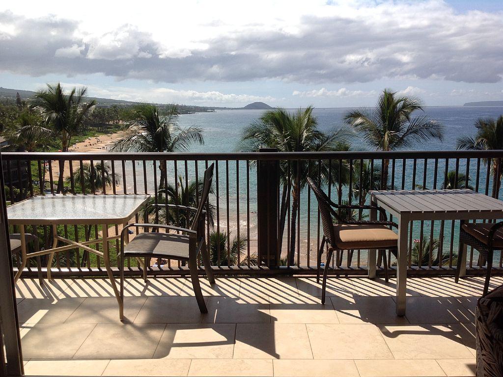 Stunning 2 Bedroom Oceanfront Condo At The Mana Kai Maui!!