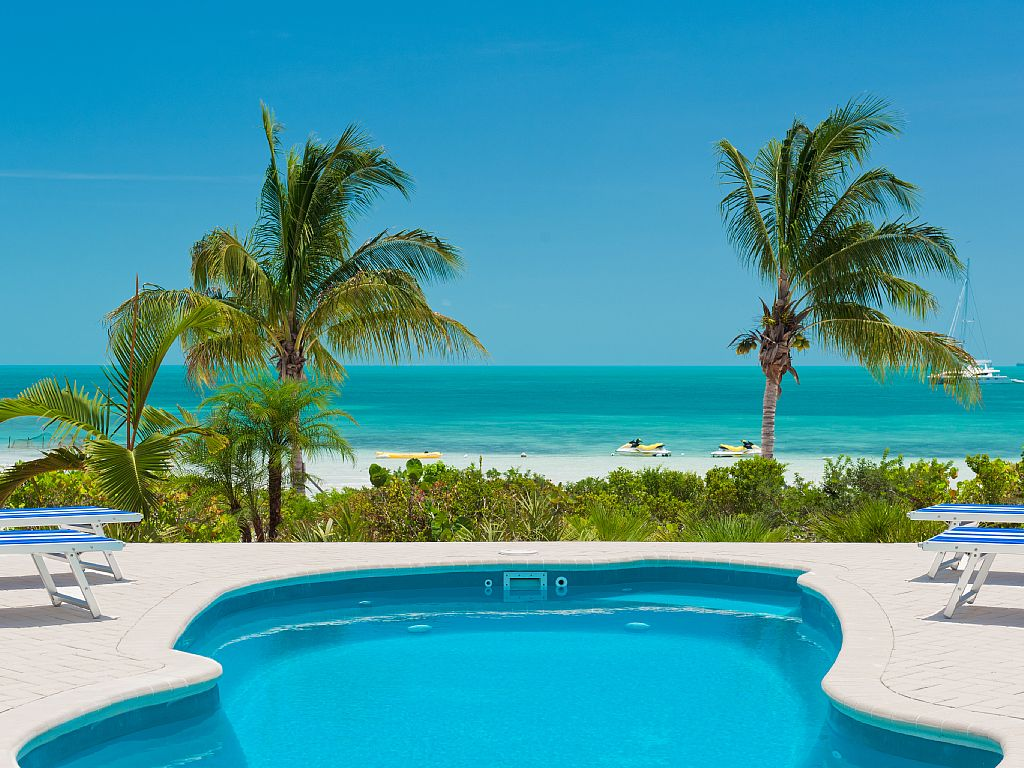 Coconut Beach Villa! - Beachfront/Pool Sapodilla Bay Beach! Two Family Luxury!