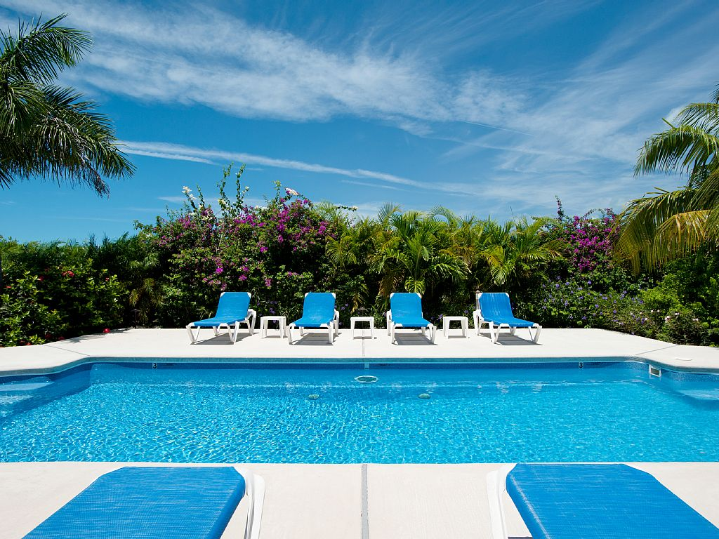 Grace Bay Townhome - 5 Min Walk to the Beach! Great Value! Heart of Grace Bay!